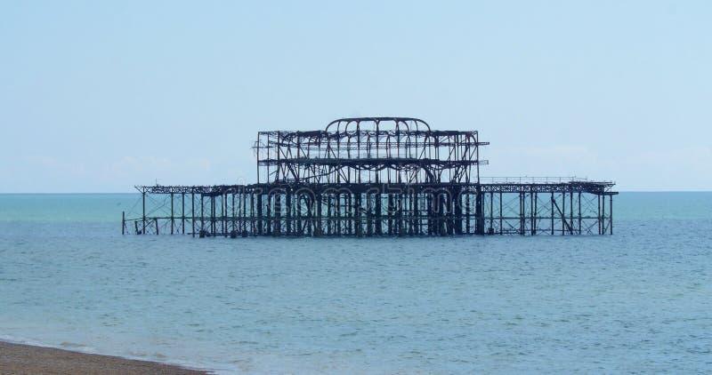 Les restes du pilier occidental détruit à Brighton photographie stock
