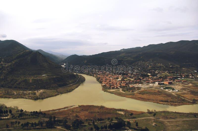 Les rivières de Kura et d'Aragvi fusionnent dans Mtskheta, la Géorgie image libre de droits
