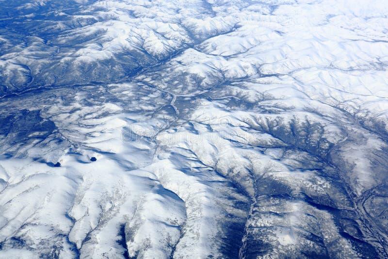 Les rivières et les montagnes image stock