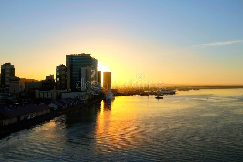Les Rois Wharf à Port-d'Espagne chez le Trinidad au lever de soleil images libres de droits