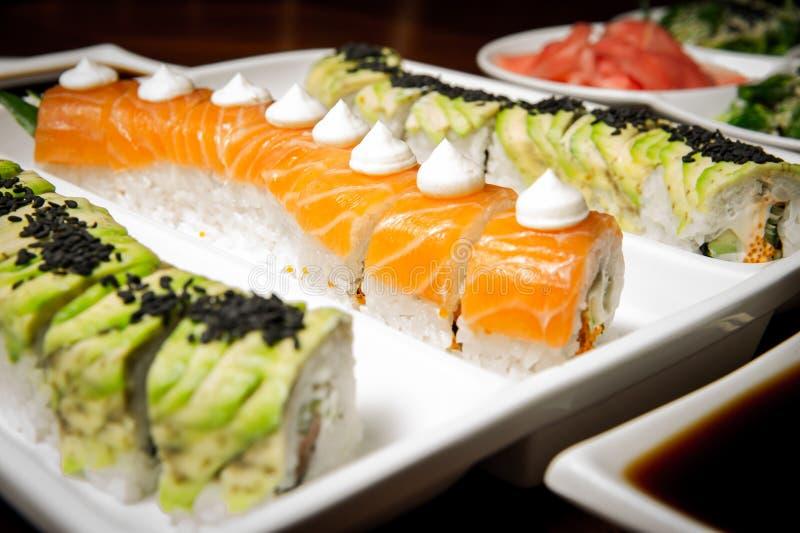 Les roulis de sushi ajournent la configuration photo libre de droits