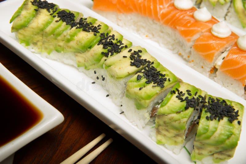 Les roulis de sushi ajournent la configuration photos libres de droits