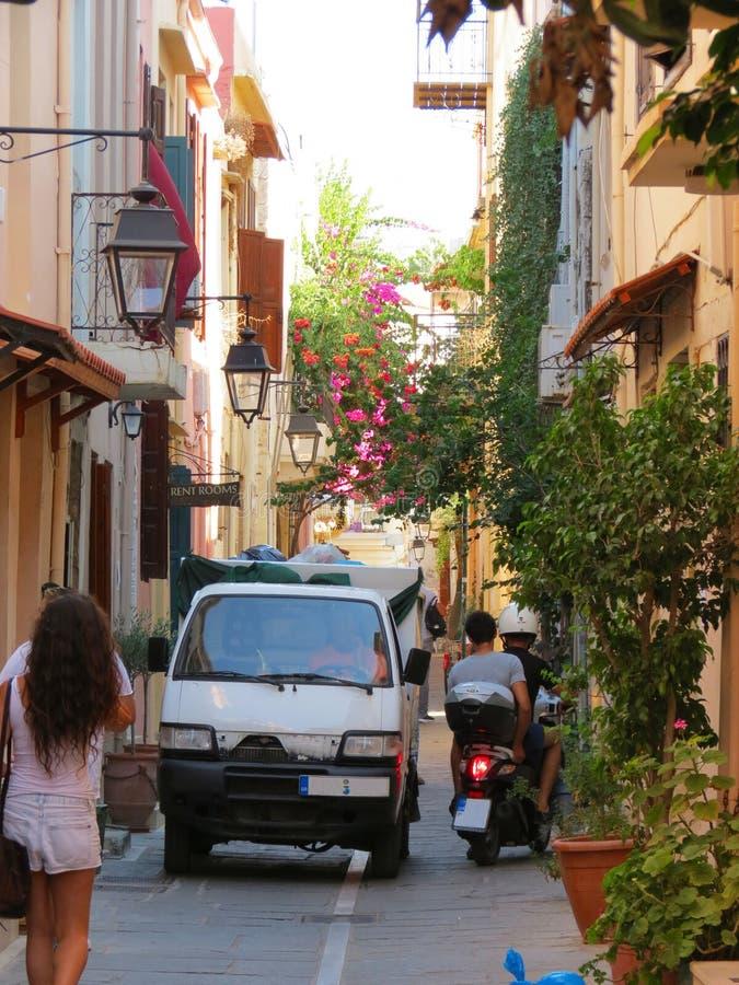 Les rues de Rethymno heurtent dans la beauté photographie stock libre de droits