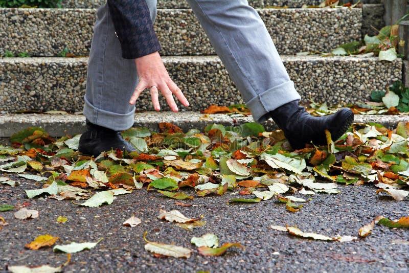 Les rues humides et lisses peuvent mener aux accidents photo libre de droits