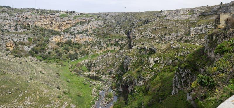 Les ruines d'une église antique de caverne, Matera photographie stock libre de droits