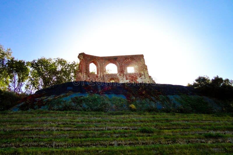 Les ruines de l'église gothique du 14/15th centur dans Trzesacz, Pologne image libre de droits