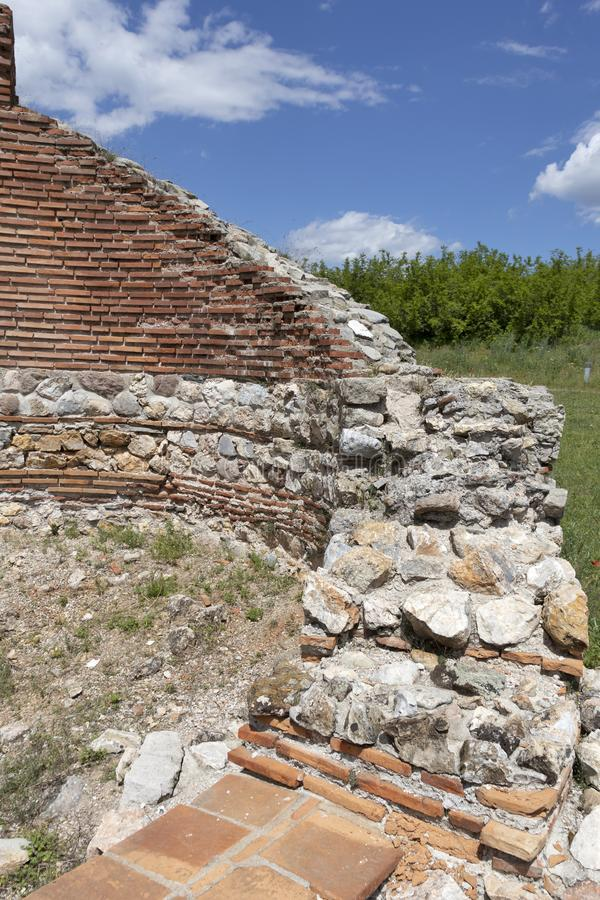 Les ruines de la basilique chrétienne bizantine tôt savent comme église rouge près de la ville de Perushtitsa, Bulgarie photos stock