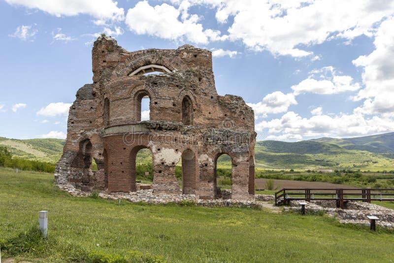Les ruines de la basilique chrétienne bizantine tôt savent comme église rouge près de la ville de Perushtitsa, Bulgarie photo stock