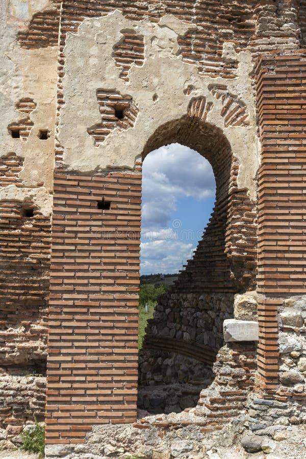 Les ruines de la basilique chrétienne bizantine tôt savent comme église rouge près de la ville de Perushtitsa, Bulgarie image libre de droits