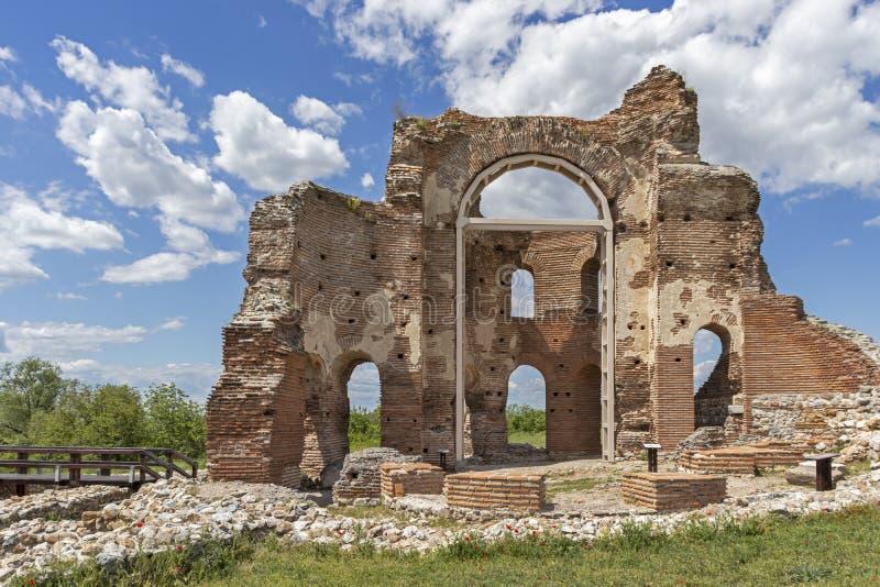 Les ruines de la basilique chrétienne bizantine tôt savent comme église rouge près de la ville de Perushtitsa, Bulgarie image stock