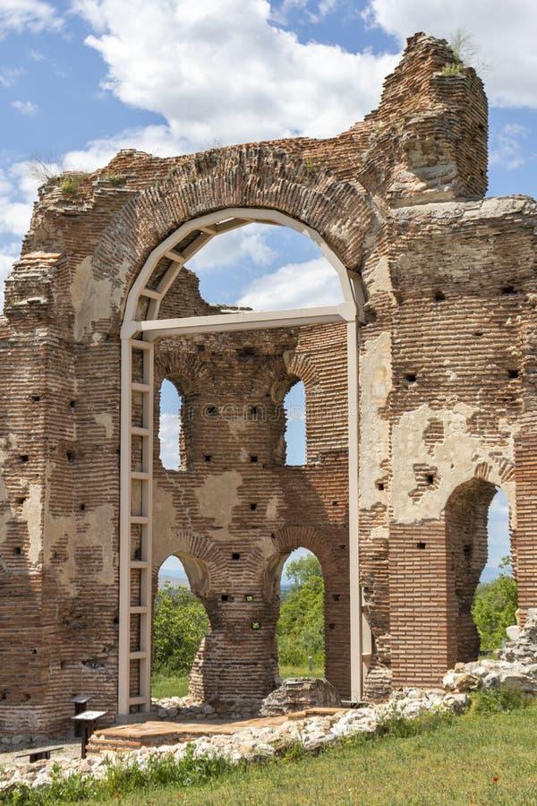 Les ruines de la basilique chrétienne bizantine tôt savent comme église rouge près de la ville de Perushtitsa, Bulgarie images libres de droits