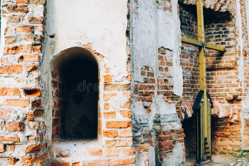 Les ruines de la chapelle du siècle XXII images stock