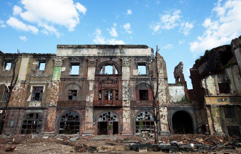 Les ruines de la maison, après la guerre images stock
