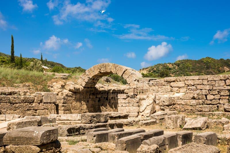Les ruines de la ville du grec ancien d'Olympia, enterance au Stade Olympique images stock