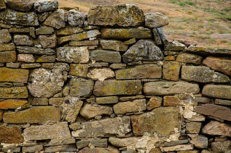 Les ruines des murs d'une ancienne forteresse Archéologie et fouilles Voyager en Europe photos stock
