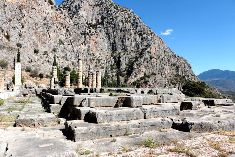 Les ruines du temple d'Apollo dans le site archéologique de Delphes en Grèce On a pensé que Delphes est le centre de la terre image libre de droits