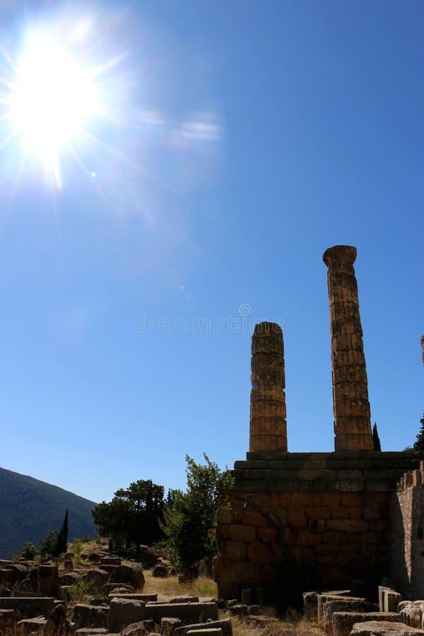 Les ruines du temple d'Apollo dans le site archéologique de Delphes en Grèce On a pensé que Delphes est le centre de la terre photo stock