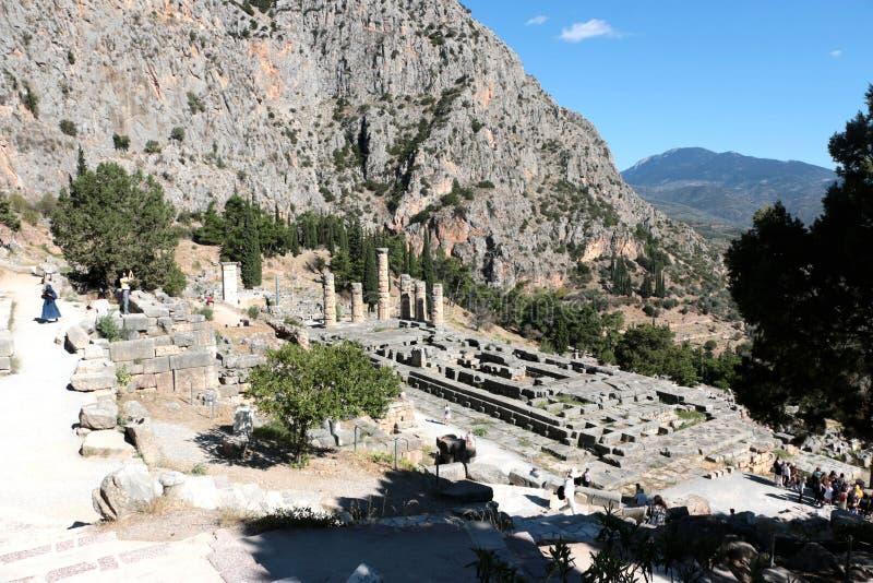 Les ruines du temple d'Apollo dans le site archéologique de Delphes en Grèce On a pensé que Delphes est le centre de la terre photo libre de droits