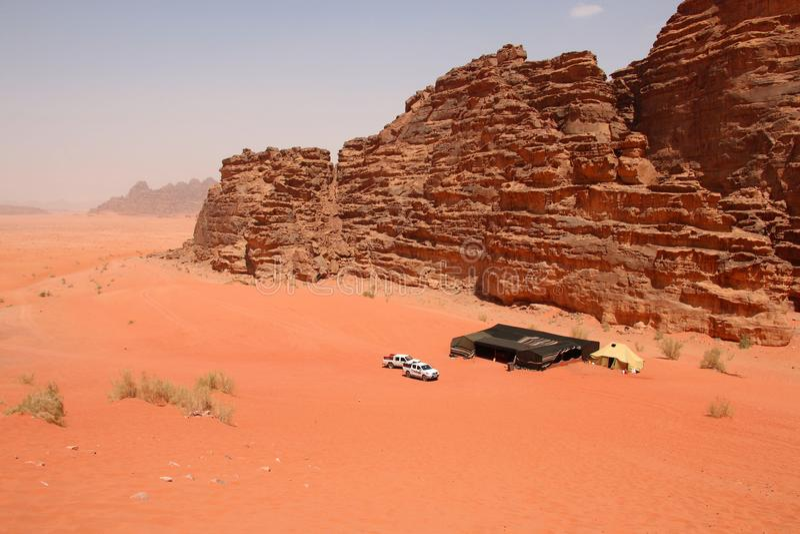 Les sables rouges du canyon de Wadi Rum abandonnent en Jordanie Wadi Rum a photos stock