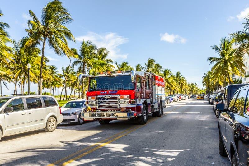 Les sapeurs-pompiers en service en plage du sud à Miami photo libre de droits