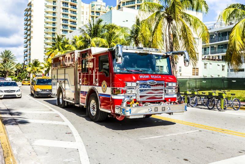 Les sapeurs-pompiers en service en plage du sud à Miami photographie stock