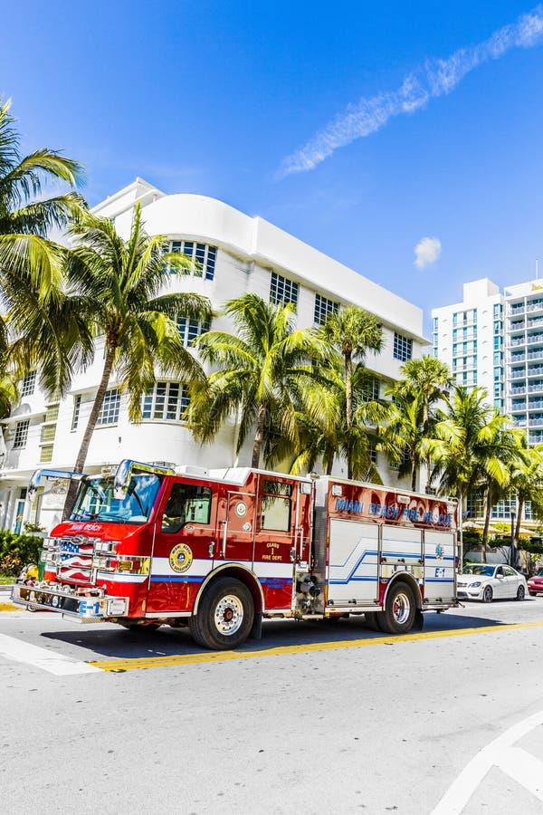 Les sapeurs-pompiers en service en plage du sud à Miami photos stock