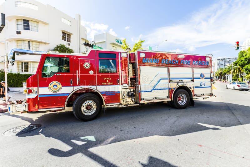Les sapeurs-pompiers en service en plage du sud à Miami photographie stock libre de droits