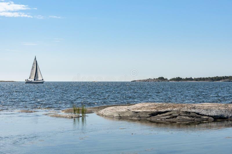 Les skerries externes regardent l'archipel de Stockholm photographie stock libre de droits