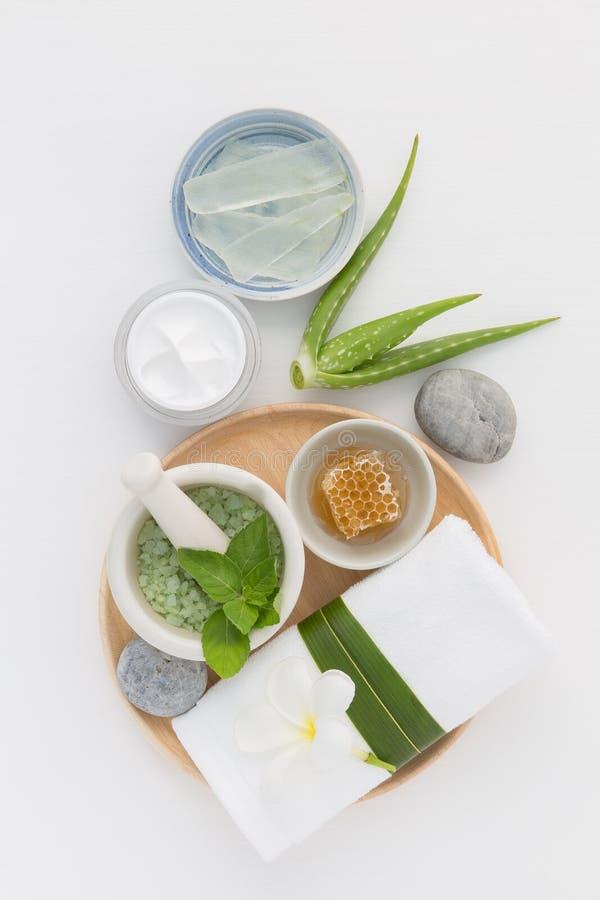 Les soins de la peau et le corps faits maison frottent avec du miel naturel d'ingrédients photographie stock libre de droits