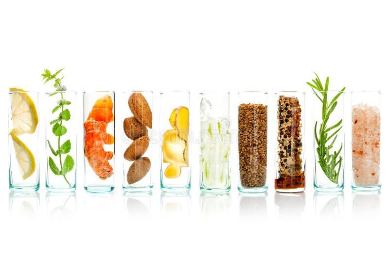 Les soins de la peau et le corps faits maison frottent avec l'aloès naturel d'ingrédients photo stock