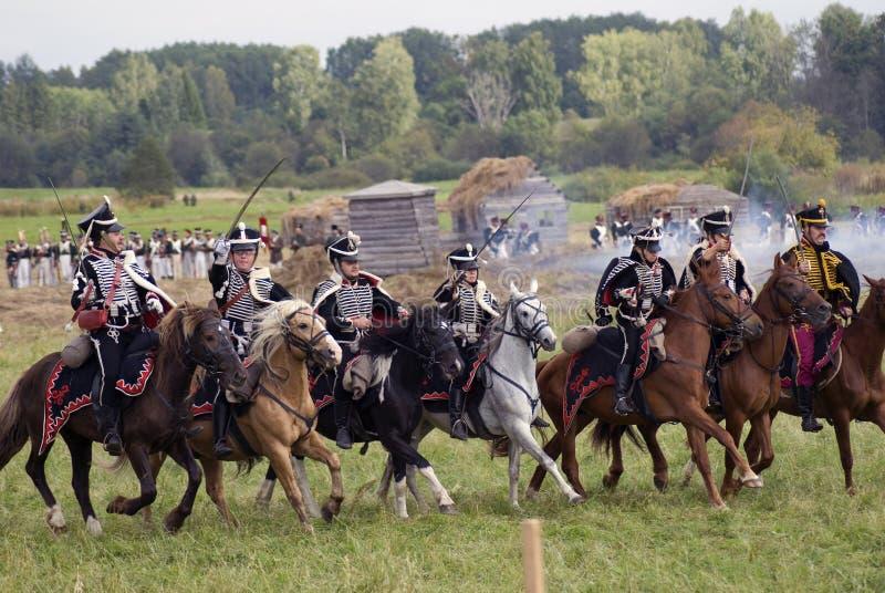 Les soldats russes d'armée chez Borodino luttent la reconstitution historique en Russie image libre de droits
