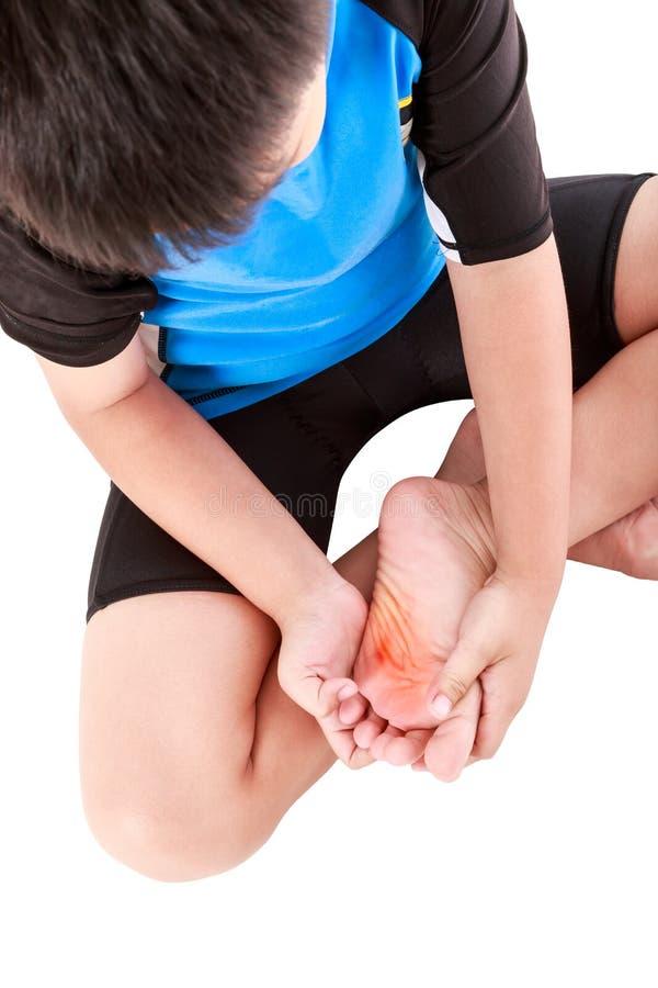 Les sports blessent Cycliste asiatique d'enfant blessé à la semelle du pied photos stock