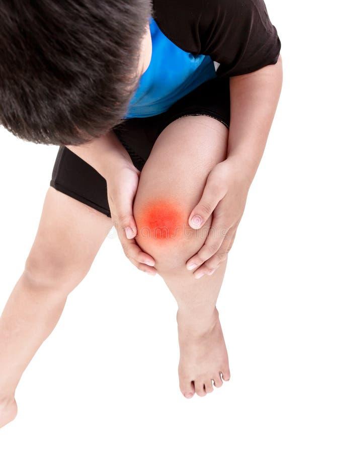 Les sports blessent Cycliste asiatique d'enfant blessé au genou d'isolement en fonction image stock