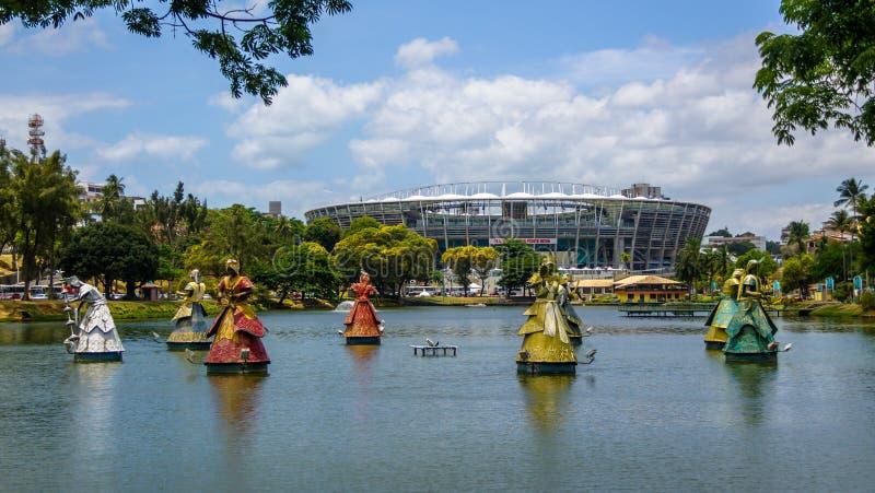 Les statues d'Orixas des saints africains traditionnels de Candomble devant l'arène Fonte Nova Stadium dans Dique font Tororo - S photographie stock libre de droits