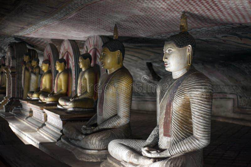 Les statues de Bouddha chez Dambulla oscillent le temple, Sri Lanka photos libres de droits