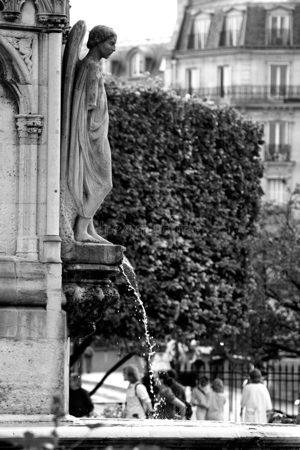 Les statues et les éléments architecturaux de la façade principale du grand opéra image stock
