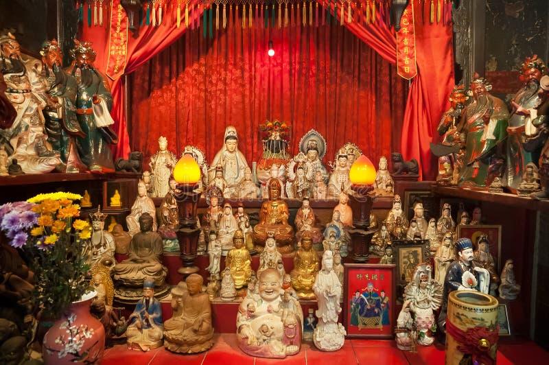 Les statues sur l'autel de Tin Hau Temple dans la chaussée aboient, Hong Kong photographie stock libre de droits