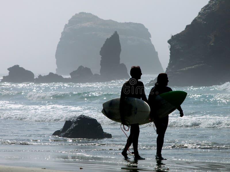 Les surfers image libre de droits