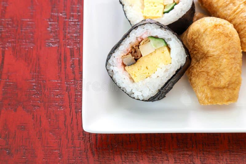 Les sushi ont appelé le zushi de sukeroku au Japon image stock