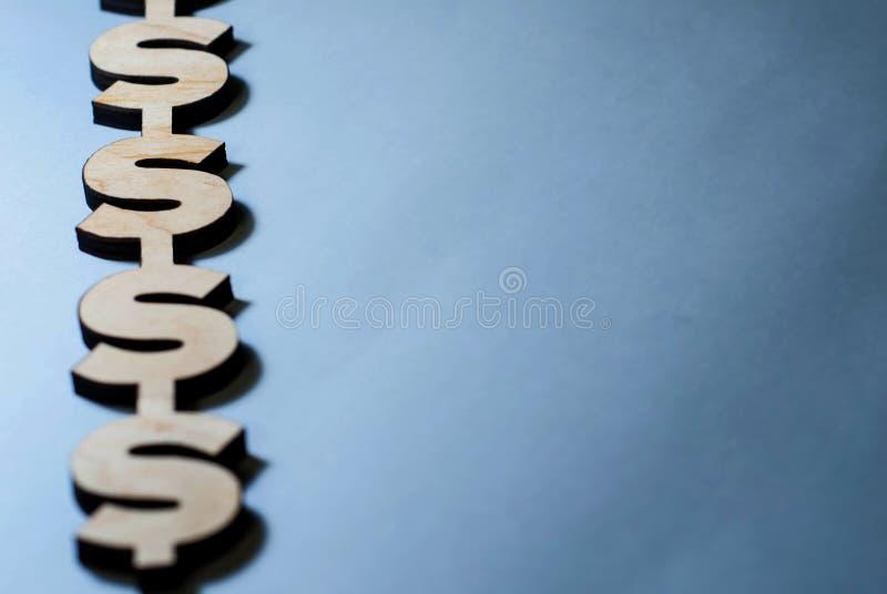 Les symboles dollar se trouvent sur un fond bleu, fond pour des glissières image stock