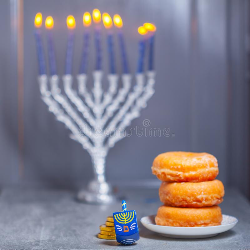 Les symboles religieux des vacances juives Hanoucca images libres de droits
