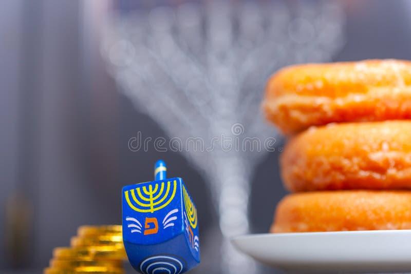 Les symboles religieux des vacances juives Hanoucca image libre de droits