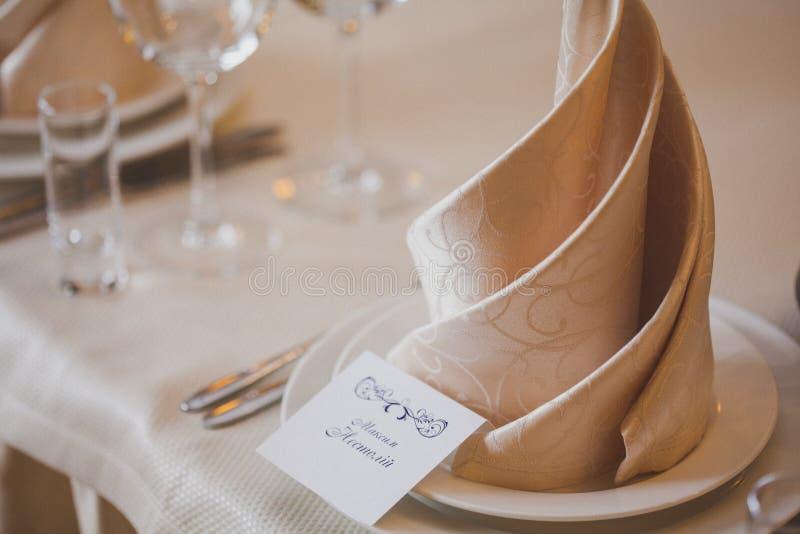 Download Les Tableaux Ont Placé Pour Le Mariage Image stock - Image du diner, tissu: 56475849