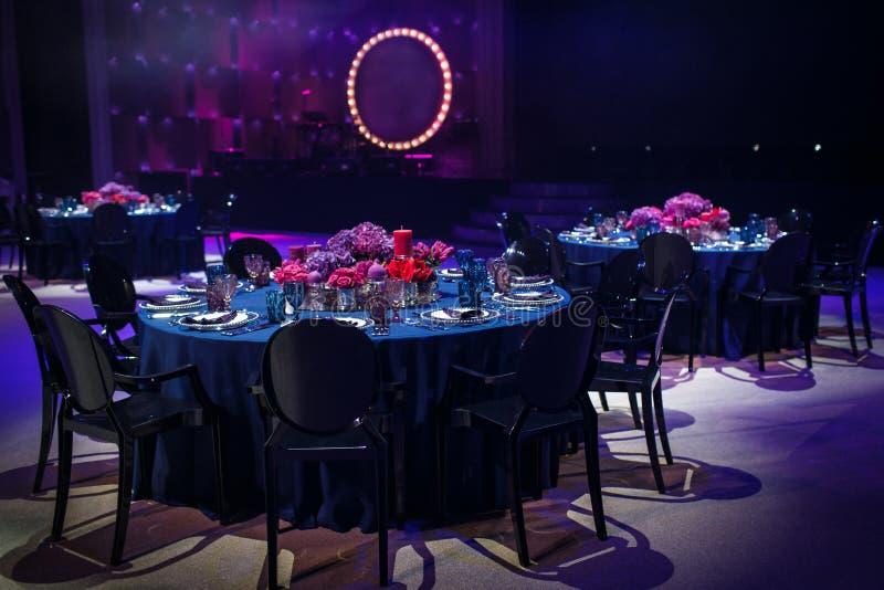 Les Tableaux place pour épouser ou un dîner approvisionné différent d'événement images stock