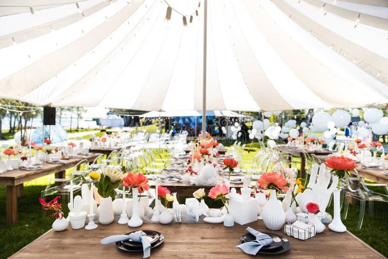 Les Tableaux place pour épouser ou un dîner approvisionné différent d'événement photographie stock