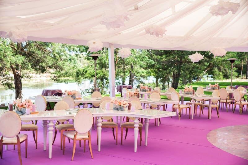 Les Tableaux place pour épouser ou un dîner approvisionné différent d'événement image libre de droits