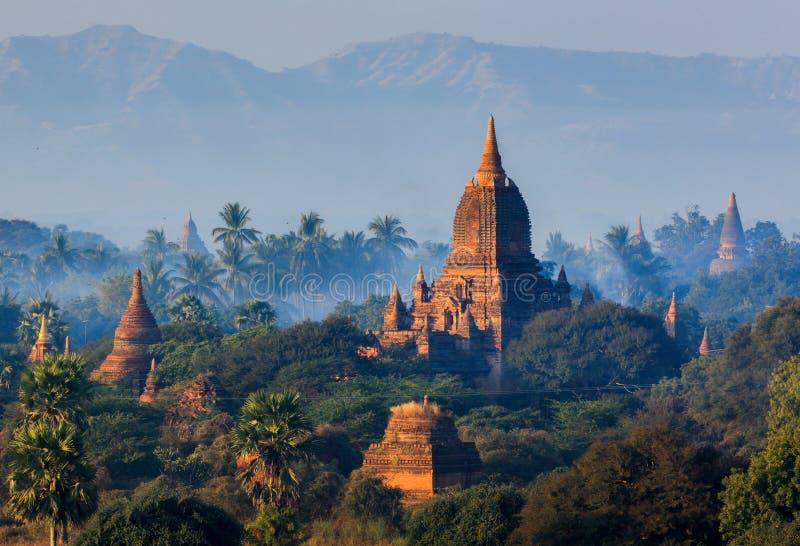Les temples de bagan au coucher du soleil, Bagan, Myanmar photo libre de droits