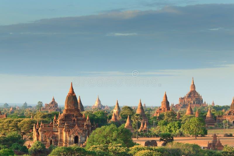 Les temples de bagan au lever de soleil, Bagan, Myanmar photographie stock libre de droits