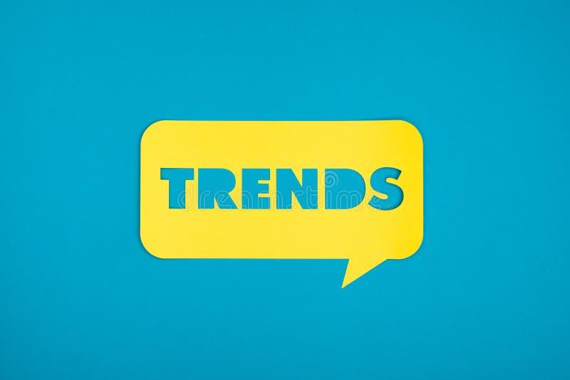 Les tendances expriment en nuage comique coloré illustration stock