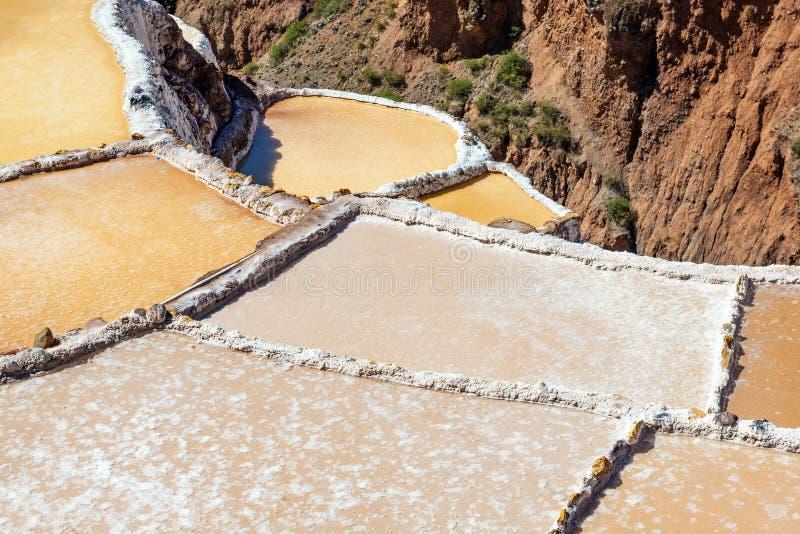 Les terrasses de sel de Maras se ferment, Cusco, Pérou images libres de droits